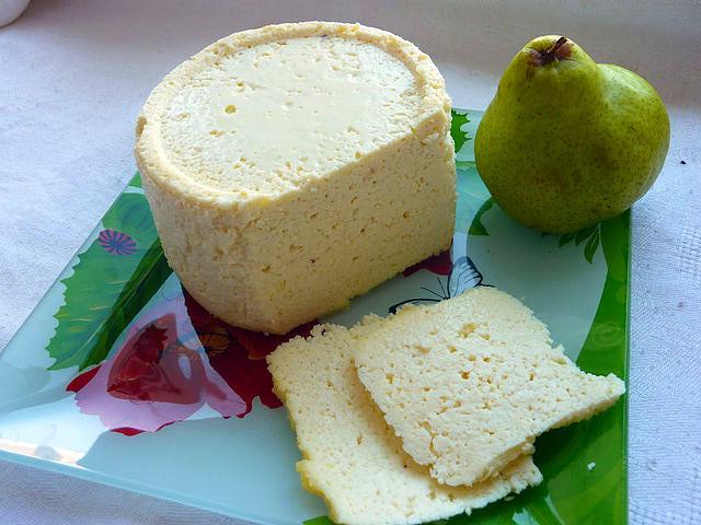 Домашний экспресс-сыр приготовленный в микроволновке