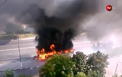 На юге Москвы сгорел рейсовый автобус. Видео