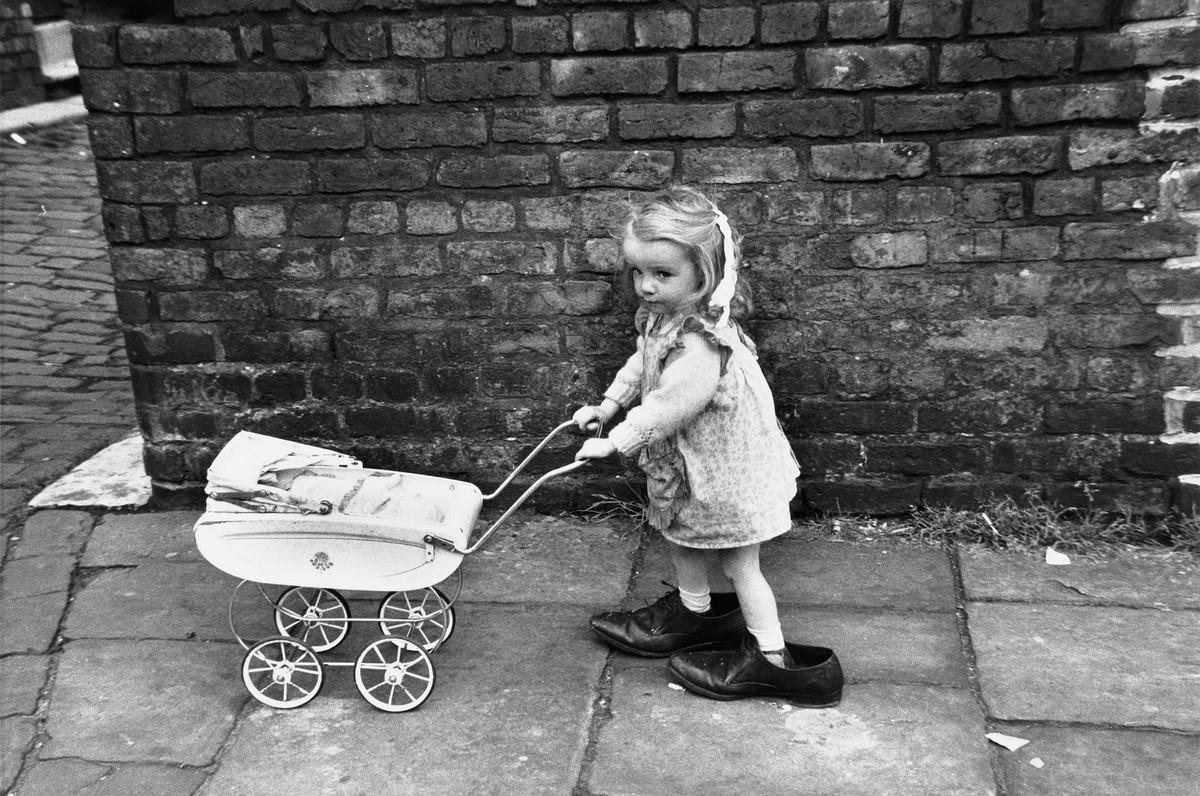 Обаяние трущоб Манчестера в фотографиях Ширли Бейкер 1960-х годов 10