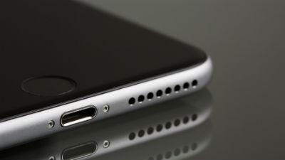 Глава Apple пообещал снизить цены на iPhone за пределами США