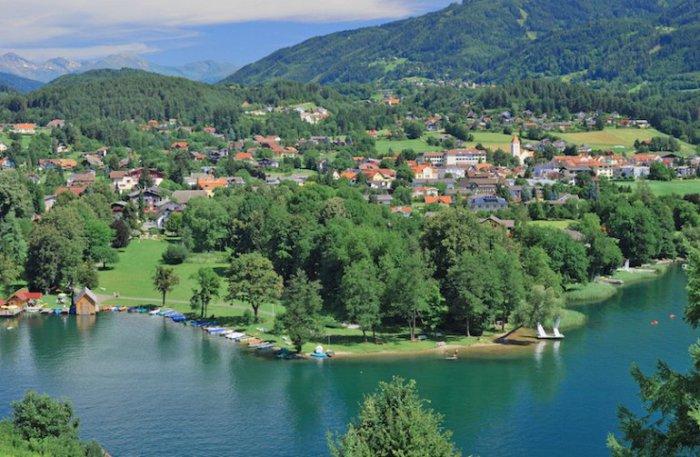 Крутая и красивая береговая линия озера Мильштаттер Зее делает его похожим на норвежский фьорд.