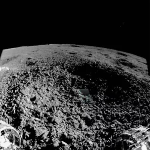 Китайский луноход нашёл на Луне очень странный объект