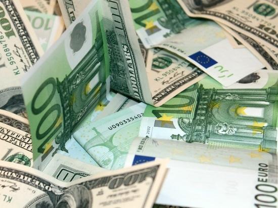 Валютная паника: население и компании скупили десятки миллиардов долларов