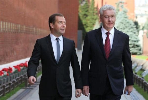 Медведев иСобянин возглавили рейтинг вероятных преемников Путина