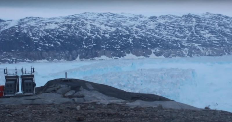 Кусок льда размером с Манхэттен: на видео попал раскол гигантского ледника в Гренландии