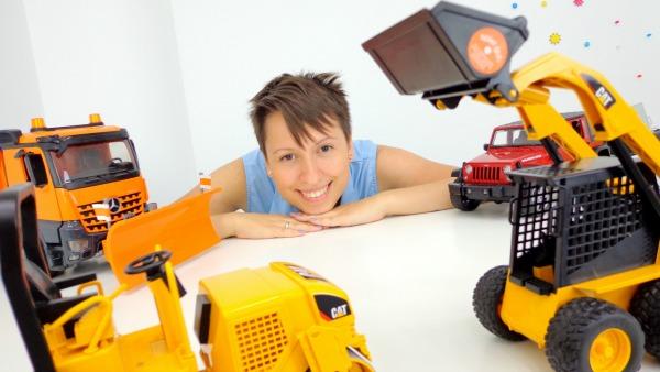 БОЛЬШИЕ машины ИГРЫ для детей в прятки с игрушечными машинками
