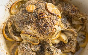 Курица, запеченная в духовке с лимоном и чесноком