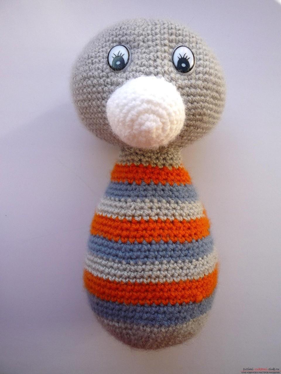 По нашему подробному мастер-классу вязания крючком игрушки получается полосатый вязаный кот.. Фото №17