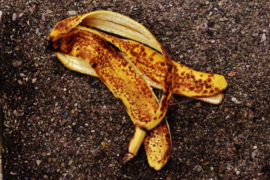 Нужна ли банановая кожура на грядке?
