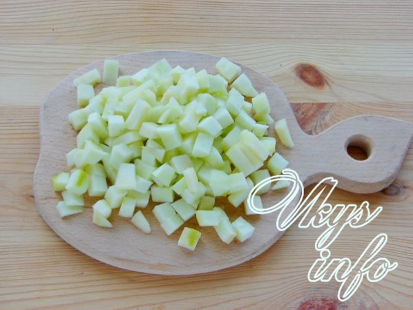 Пышные оладьи с яблоками на кефире