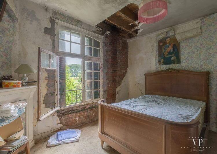 Хозяева этого дома на окраине загадочным образом исчезли 20 лет назад…