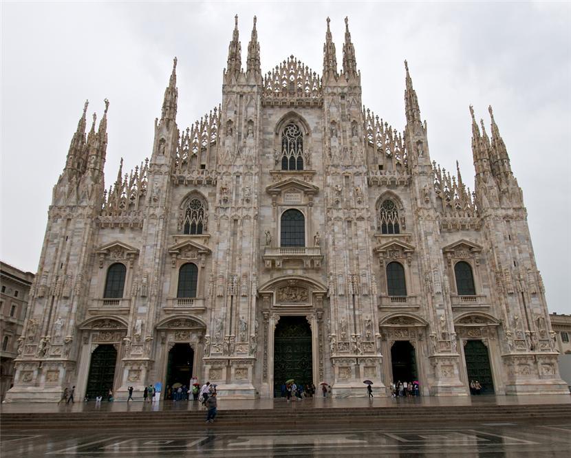 Собор Санта-Мария Нашенте. Милан. Италия.