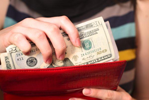 Как хранить деньги в кошельк…