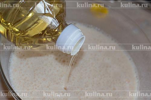 Влить растительное масло.