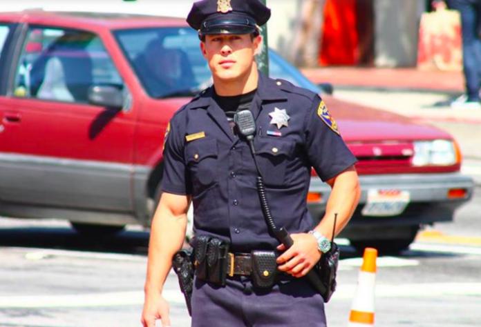 Полицейский не дал ему время на объяснение. Потом он сказал это