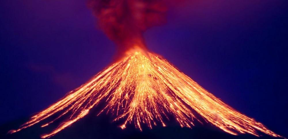 Почему извергается вулкан?