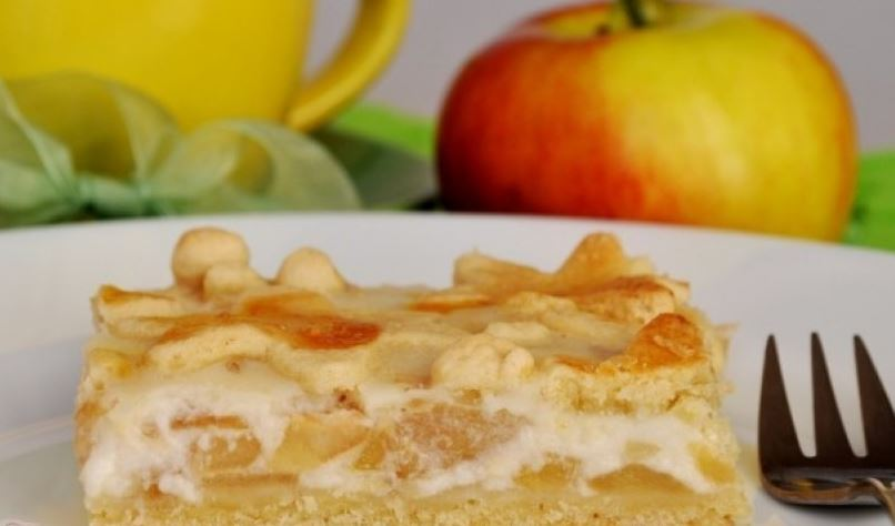 Как приготовить яблочный пирог со сметанной заливкой