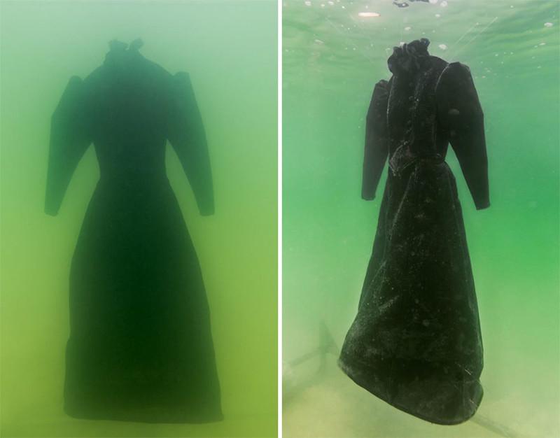 Это платье находилось  2 года на дне мертвого моря! У всех просто отвисла челюсть, когда его достали.