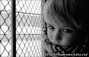 Отец погиб, когда Лене было всего три года. Из-за такого горя мать как подменили