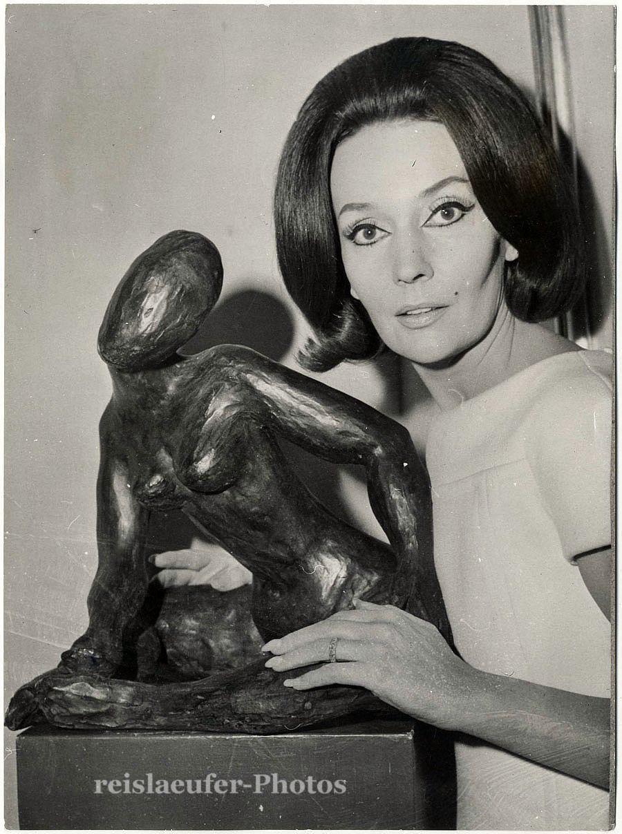 1966. Людмила Черина со своей работой