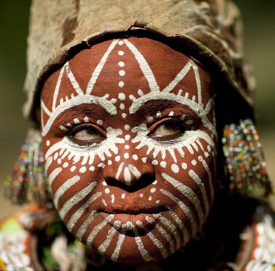 Лики земли: потрясающие макияжи племен по всему миру