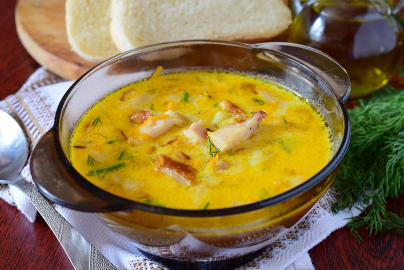 Французский суп с сыром и куриным филе