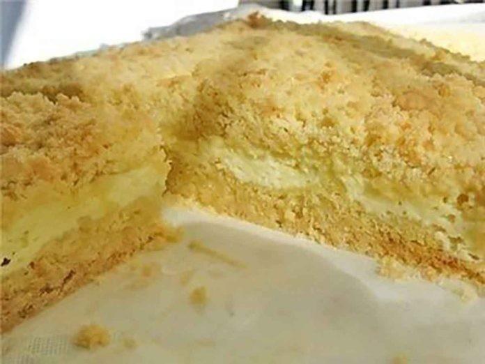 Невероятный тортик: Нежное, рассыпчатое песочное тесто, сладкая творожная начинка…