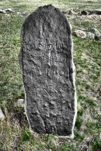 В Челябинской области нашли камень со странными знаками