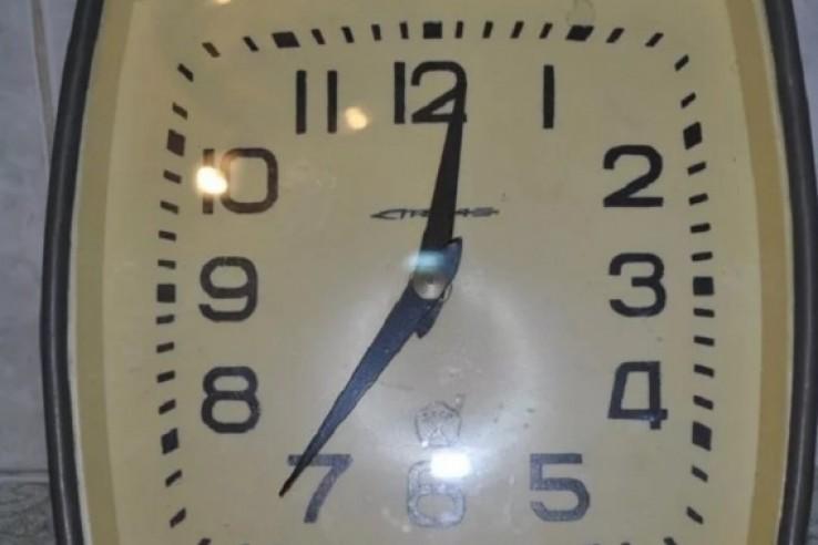 Феодосиец стащил часы с вокзала