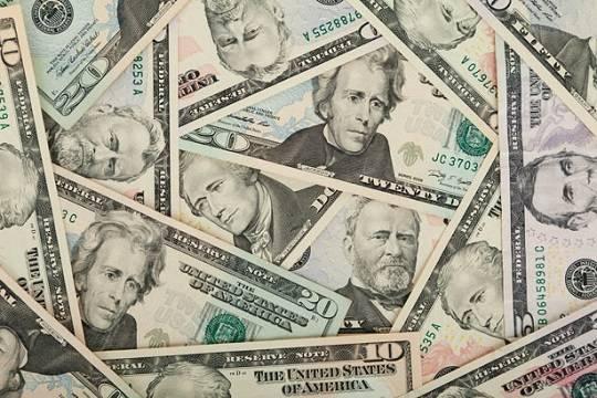Россияне выводят доллары со счетов