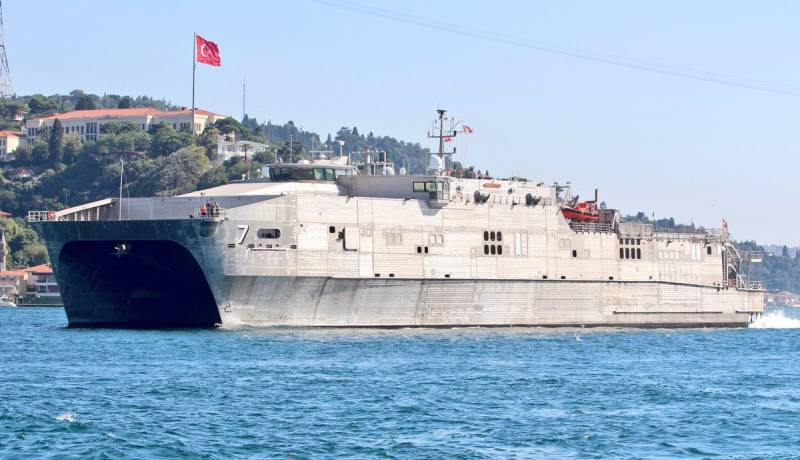 Американский десантный катамаран USNS Carson City вошёл в Чёрное море. Плановая операция?