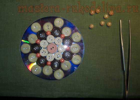 Мастер-класс: Снежинки из пуговиц и CD-диска