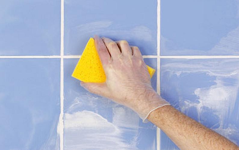 Плитка любит чистоту: убираем плесень и грязь