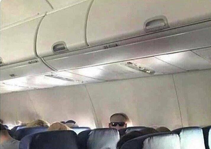 13. Этот мужчина не смотрит на вас, у него просто очки на затылке и такое бывает, обман зрения, приколы, смешные фото, смешные фотографии, странные фото, юмор