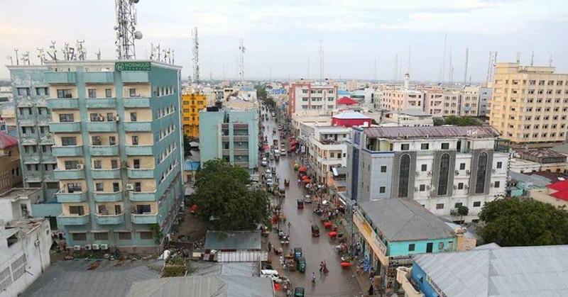 Так выглядит одна из самых оживлённых улиц города Могадишо, жители Сомали, сомали