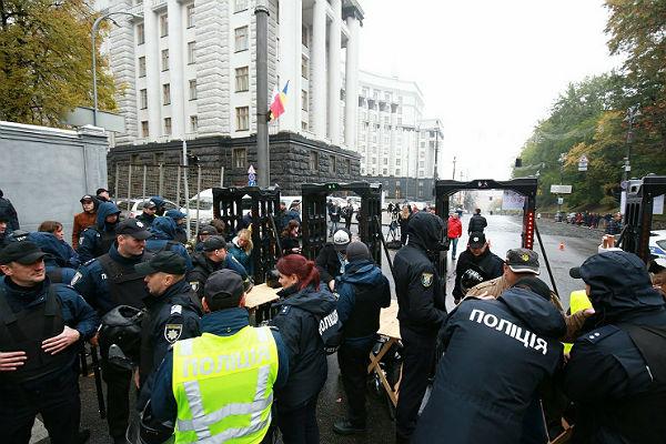 В Киеве сторонники Саакашвили и радикалы напали на полицию