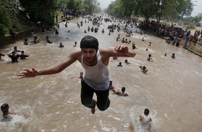 И Пакистане жара, лето, сиеста