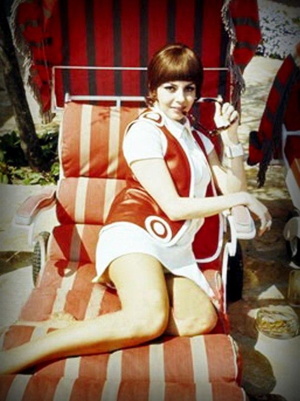 Мишель Мерсье на летнем отдыхе.