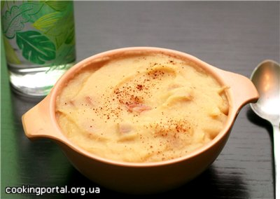 Картофельный суп-пюре с пореем, беконом и цветной капустой