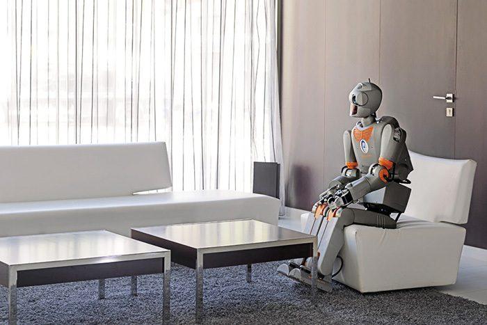 Пусть работает железный робот, потому что он железный