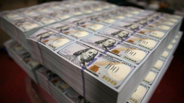 Обвал гривны: Ежедневно на Украину завозят по самолету валюты