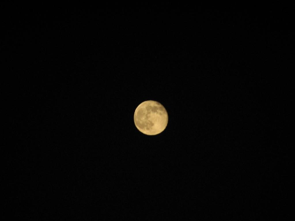 всего лишь луна...