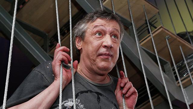 В Совфеде уличили Ефремова в нарушении закона из-за слов о мосте в Крым