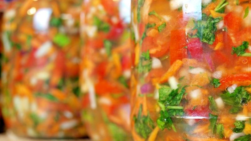 Сырая овощная заправка - видео рецепт