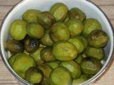 Процесс приготовления варенья из зеленых грецких орехов