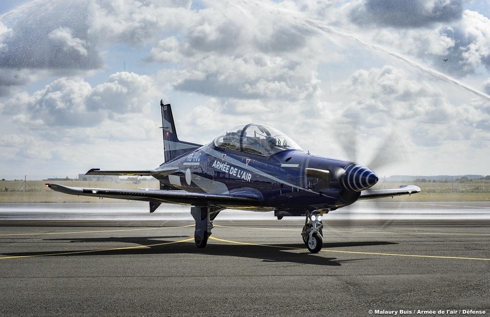 ВВС Франции получили первые два учебно-тренировочных самолета Pilatus PC-21