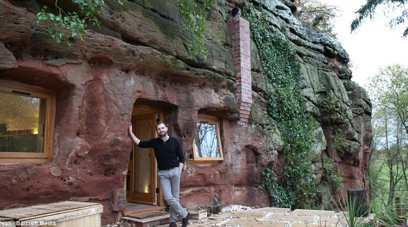 Он превратил старую пещеру в уютное жилище. только посмотрите, как он все красиво сделал внутри.