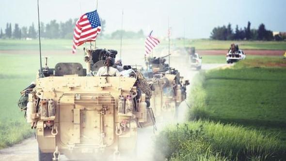 Колонна американской военной техники перемещается в Сирии на границе с Турцией