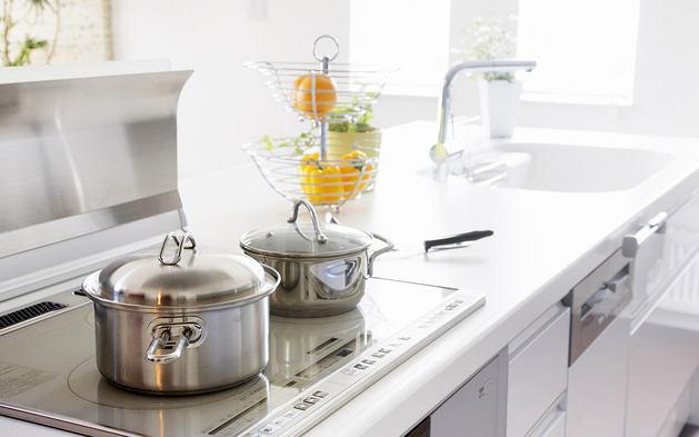 Кухонная посуда: 12 советов  по её хранению