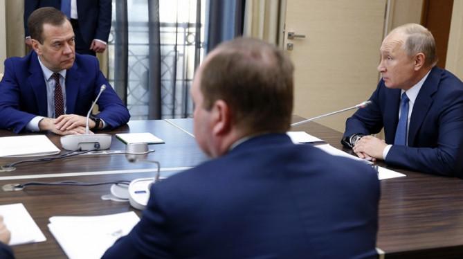 Путин поручил Медведеву проанализировать налоговую нагрузку на граждан